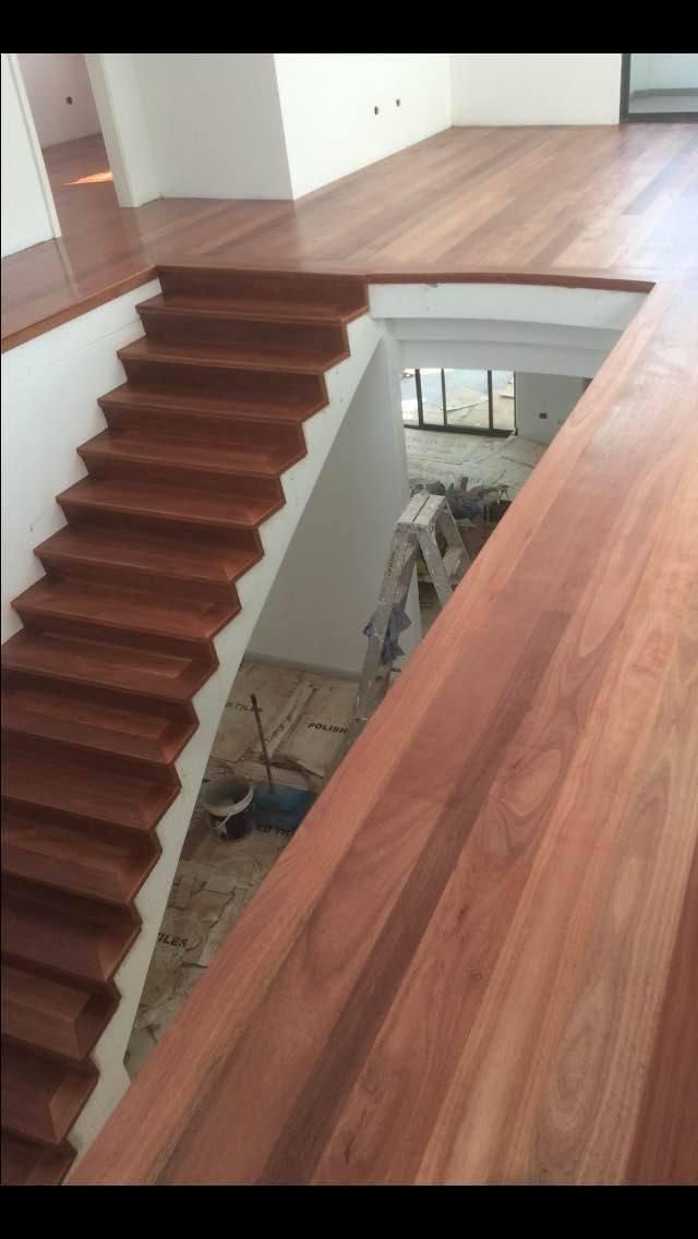 专业铺设地板楼梯和露台甲板服务