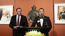 文韬武略逐雄狮 华社精英一君子----记狮子会悉尼大区第一副总监庞文华太平绅士