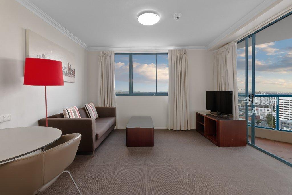 Brisbane      CBD市中心2房2卫带家具公寓 拎包入住