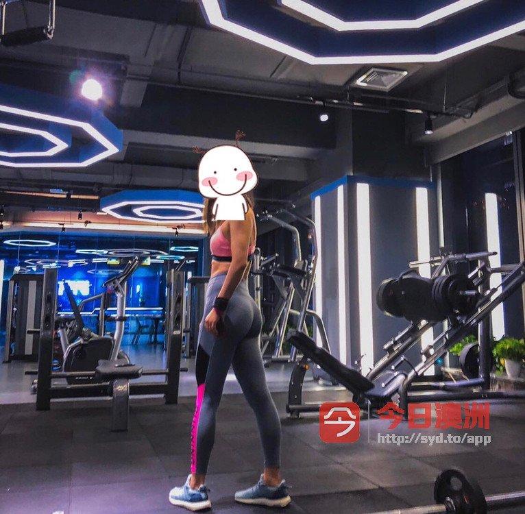 女生健身教练减脂塑型增肌招学员