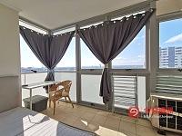 Burwood   阳光房单间招租 2分钟火车站 玻璃楼高层景观公寓
