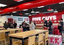悉尼首家Five Guys开业,顾客排起长龙!网友直呼:好吃炸了(视频/组图)