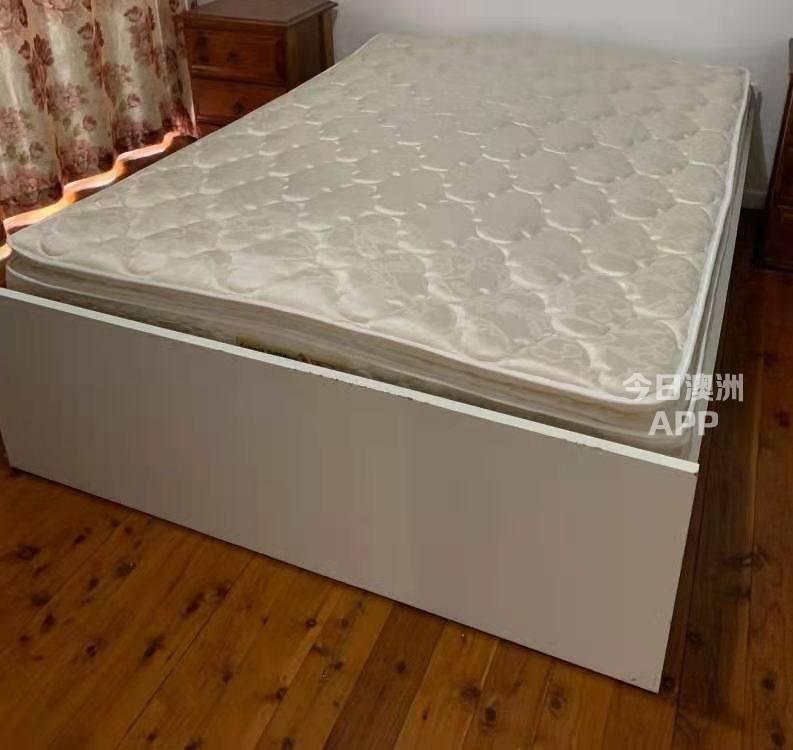 冰箱单人双人床和床垫桌椅板凳 台灯 电视机电视桌 微波炉 吸尘器 电脑