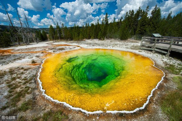 全球最美湖泊榜单 中国一湖泊上榜 你见过五彩斑斓的湖水吗